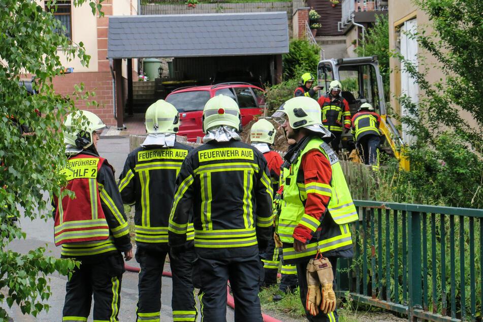 Feuerwehreinsatz im Erzgebirge: Bagger beschädigt Gasleitung
