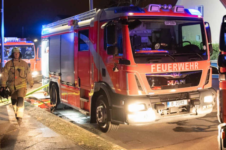 Die Feuerwehr wurde am frühen Morgen zu dem Brand gerufen. (Symbolbild)
