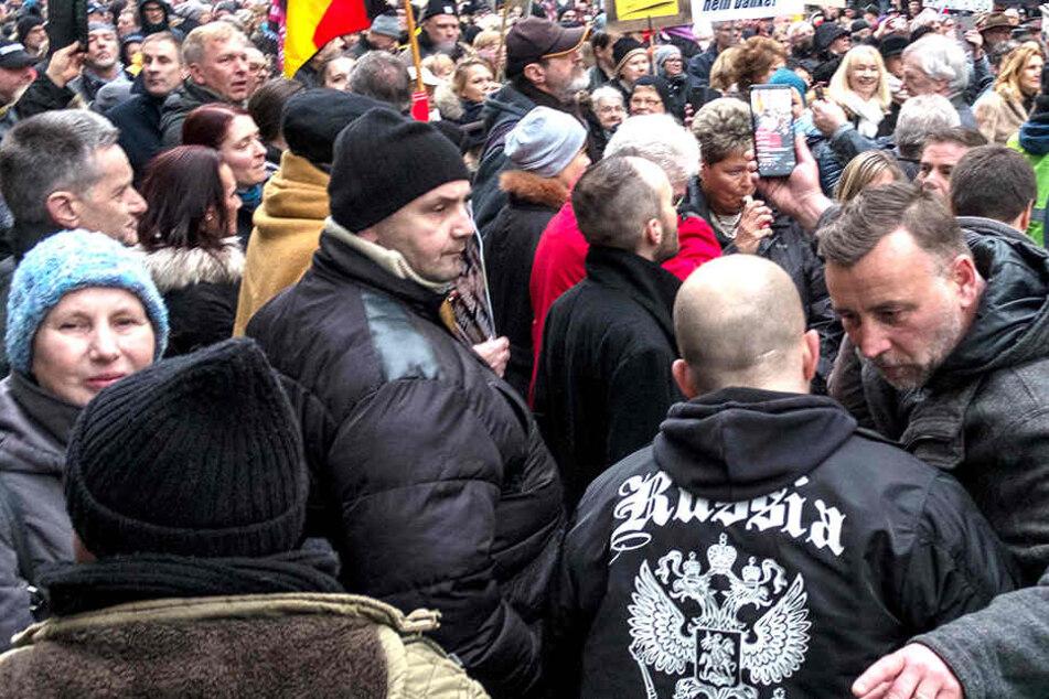 """""""Der Konvent stellt entsprechend der geltenden Gesetzes- und Rechtslage fest, dass es AfD-Vertretern möglich ist, bei Veranstaltungen von PEGIDA (Dresden) eigene Positionen öffentlich zu vertreten."""""""