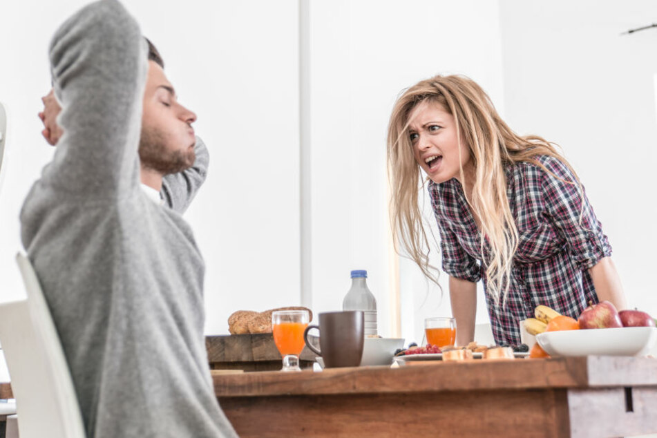 Der Haushalt bietet viel Konfliktpotenzial zwischen Paaren.