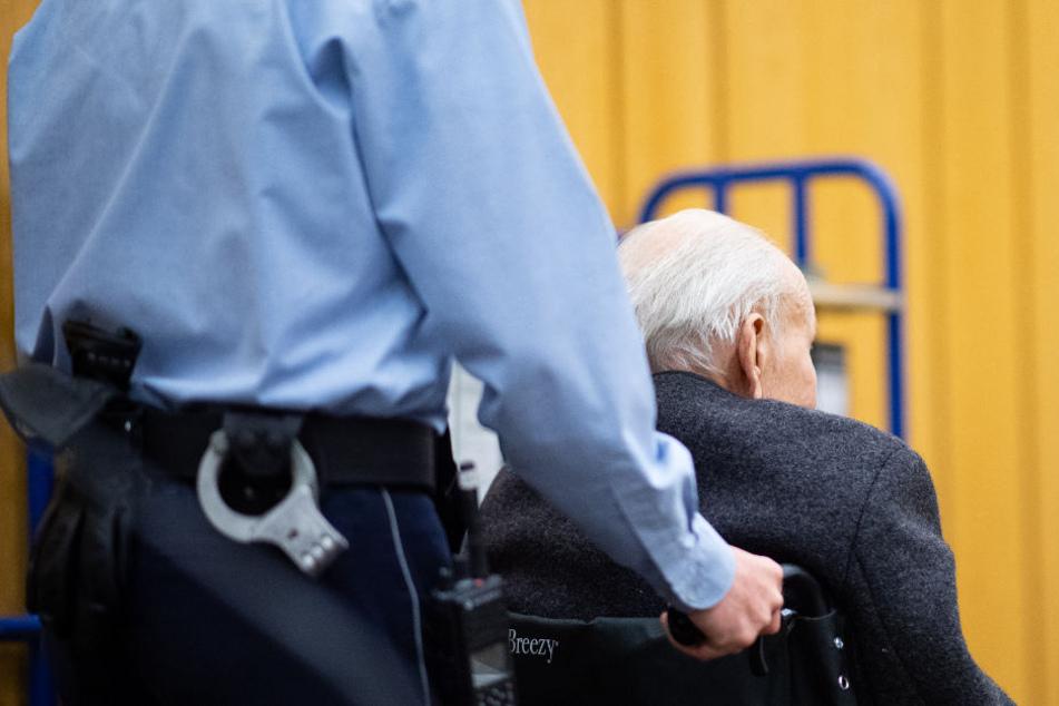 Ehemaliger Nazi erleichtert sein Gewissen und gesteht Gräueltaten