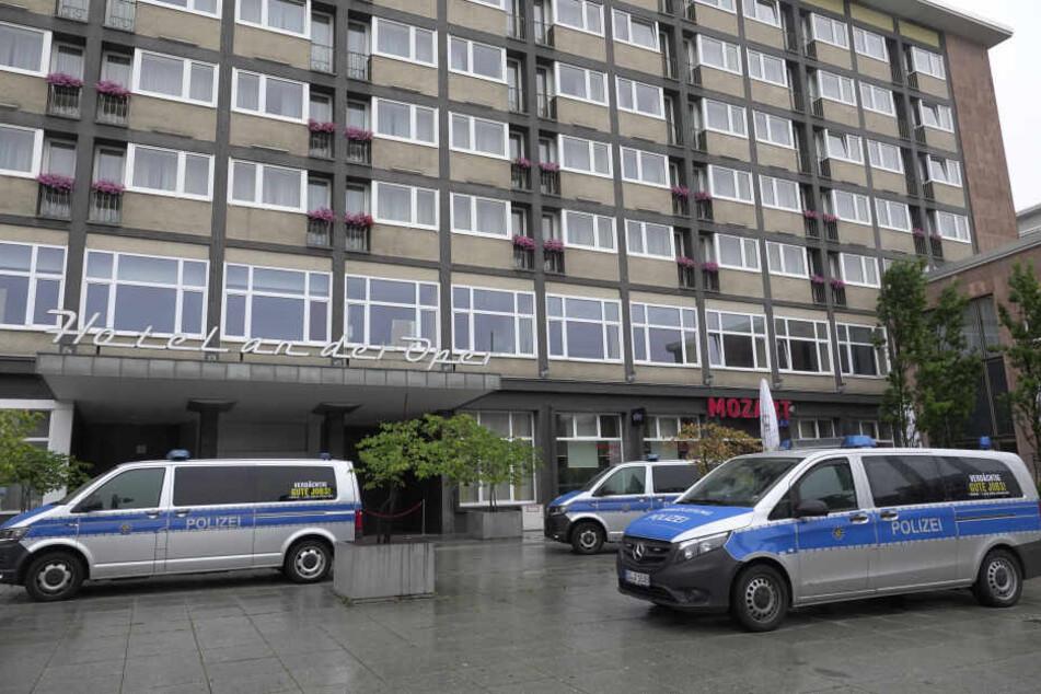 Am Hotel an der Oper gab es einen Polizeieinsatz.