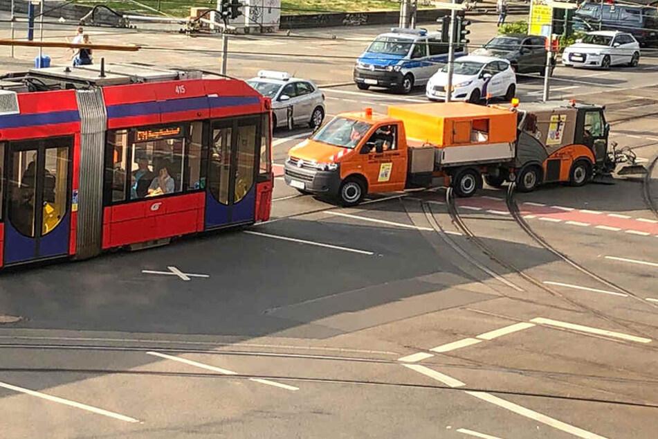 Panne in Chemnitz! Kehrmaschine bleibt mitten auf Kreuzung liegen