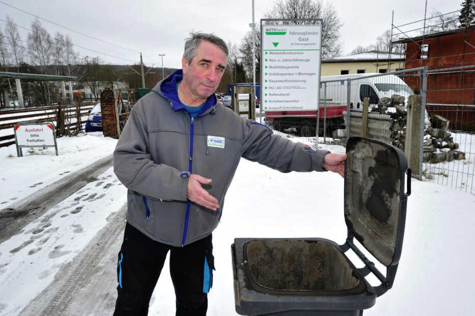 Rainer Gase (66) ärgert sich seit drei Jahren, weil der ASR seine Mülltonne immer wieder vergisst.