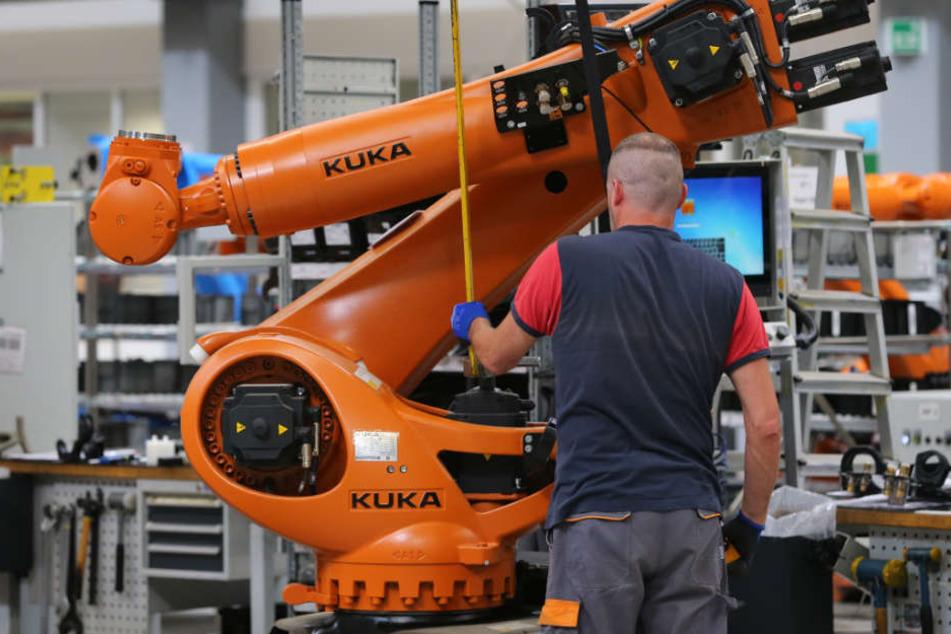 Der Roboterhersteller Kuka hat ordentlich investiert und hofft, dass sich das in den nächsten Jahren auszahlt.