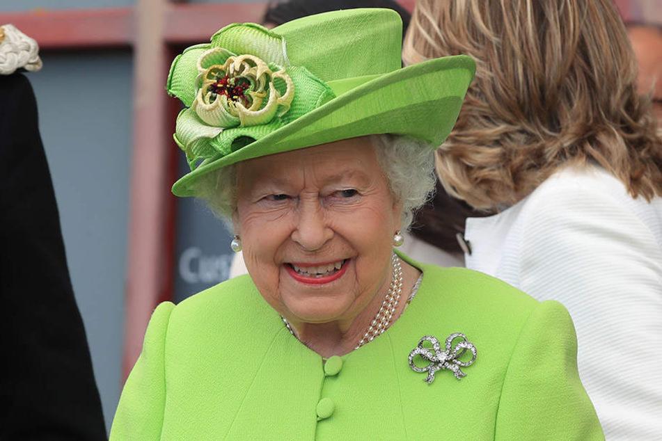 Was Queen Elizabeth II. wohl zur Schwulen-Hochzeit ihres Cousins sagt?