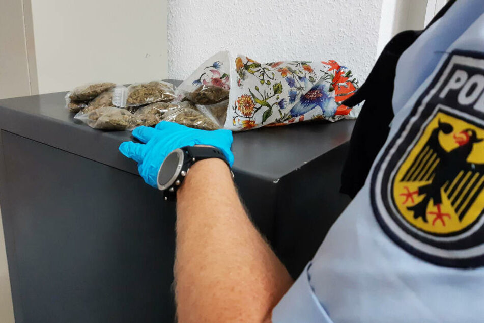 In der Tüte befanden sich etwa 250 Gramm Cannabis.