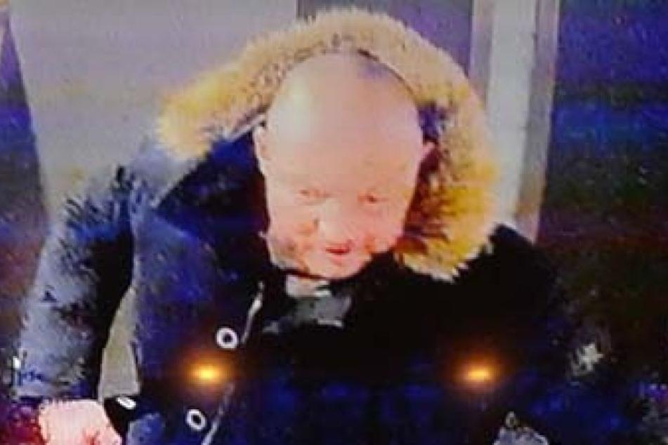 Mit diesem Fahndungsbild sucht die Polizei nach dem dreisten Dieb, der den Rentner um 51.000 Euro brachte.