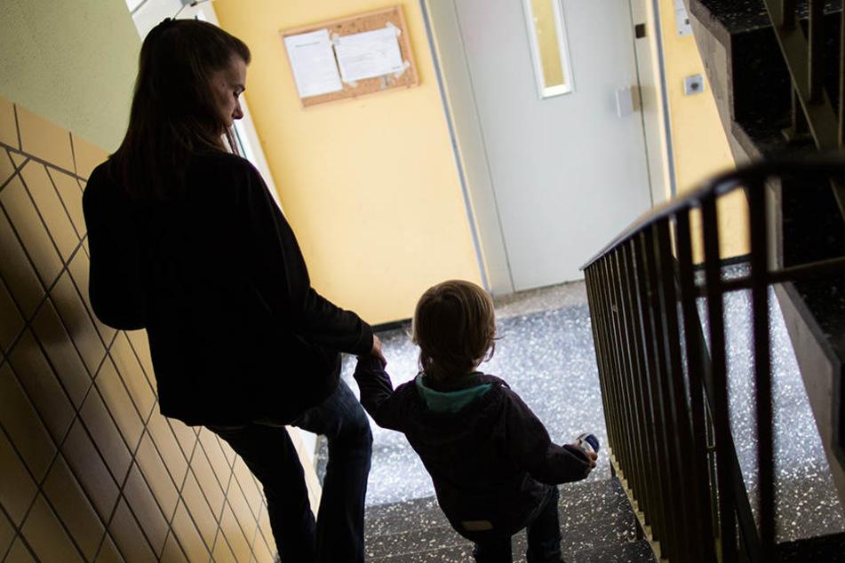 Kinder von Alleinerziehenden sind in Sachsen besonders betroffen von Armut.