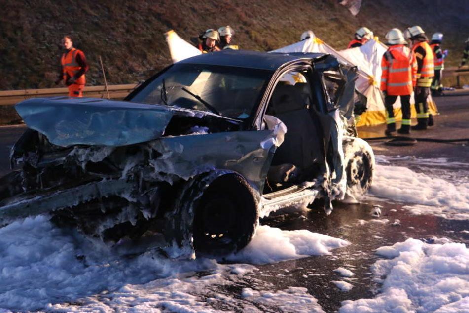 Mega-Crash auf der A4: Autofahrer (64) stirbt an Unfallstelle