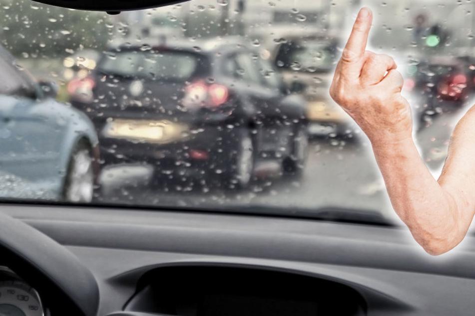 Die Polizei in Köln sucht einen Unfallflüchtigen, der auch noch den Mittelfinger zeigte.