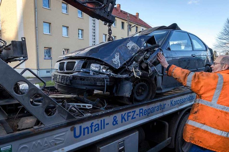 Danach musste der BMW abgeschleppt werden.