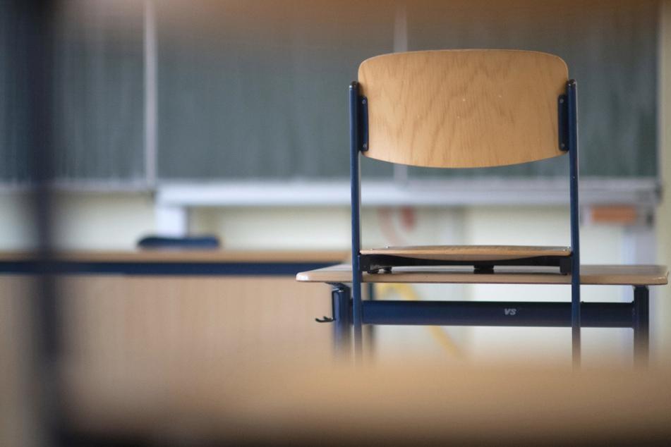 Während der ersten coronabedingten Schulschließungen hatten viele Schüler keinen regelmäßigen Kontakt zu seiner Schule gehabt.
