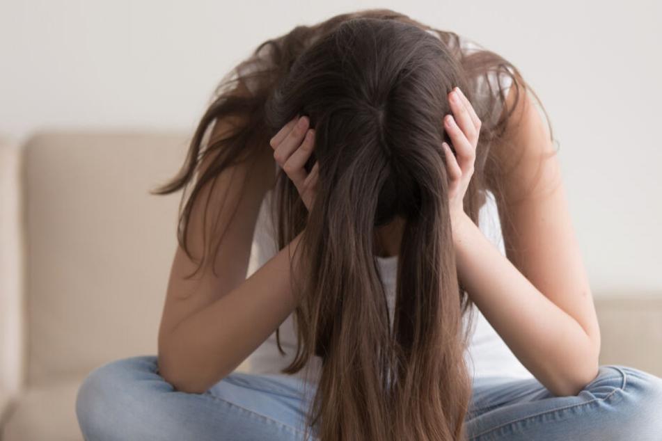 Der Mann soll die 14-Jährige unter anderem gegen ihren Willen geküsst haben (Symbolfoto).-