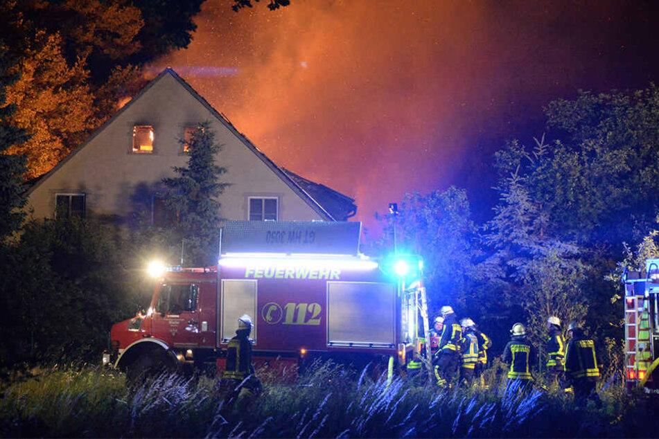 Die Feuerwehr rückte mit knapp 100 Einsatzkräften an, um den Brand zu bändigen.