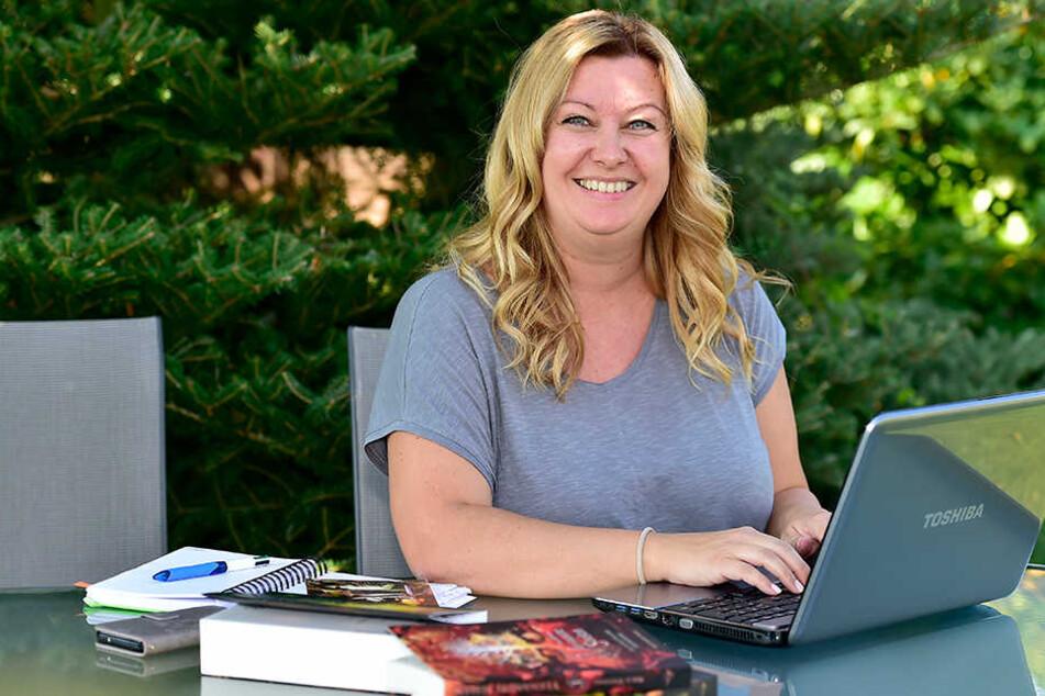 Am liebsten schreibt Nica Stevens (39) im heimischen Garten an ihren neuen  Fantasy-Abenteuern.