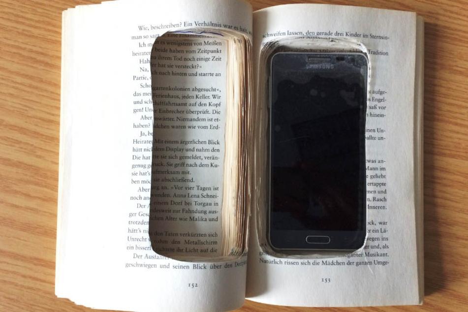Das präparierte Buch brachte der Finder schließlich ins Fundbüro.