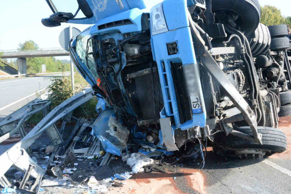 Das Fahrerhaus wurde bei dem Unfall komplett eingedrückt.
