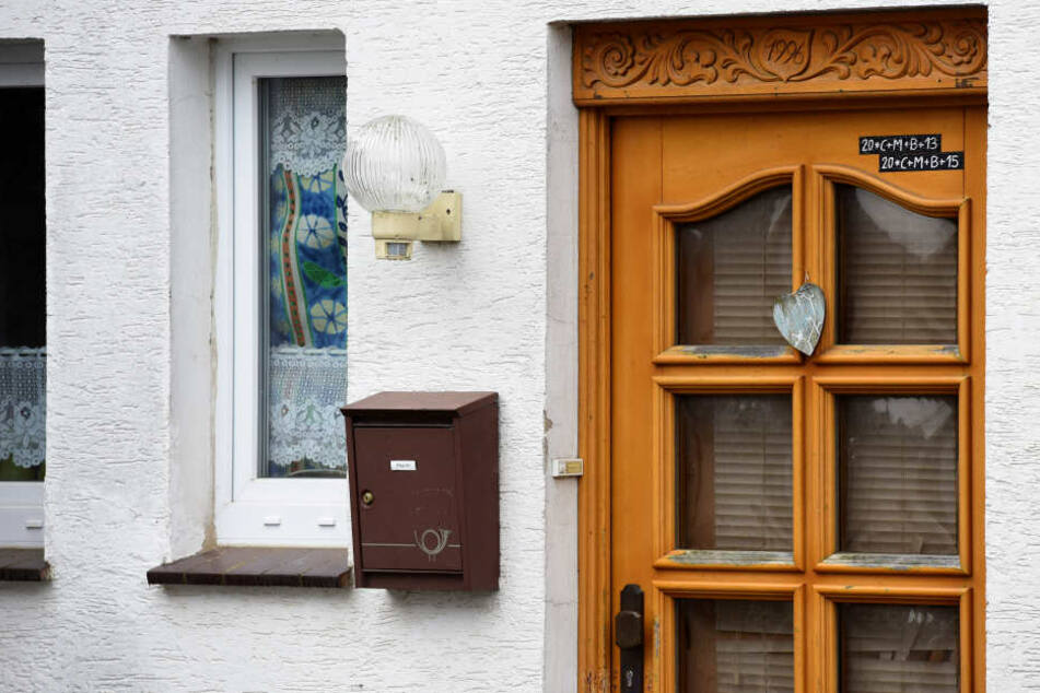 Aber hinter der mit Holzschnitzereien und einem Metallherz verzierten Haustür lauerte das absolute Grauen.