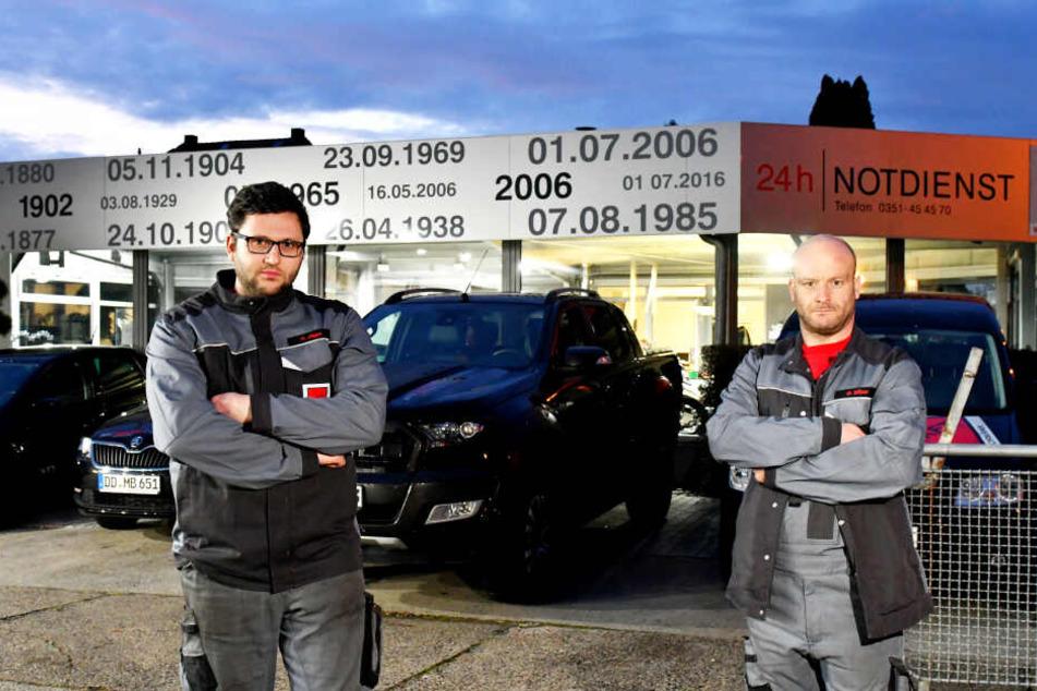 Nicht mit uns! René Jäger (29, l.) und Daniel Ulber (37) von der Autowerkstatt fingen den Ganoven sozusagen im Schlaf.