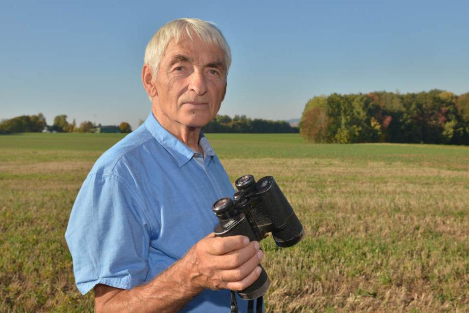 Ornithologe Rolf Hechtl (79) sieht die Brutaktivitäten zahlreicher Vogelarten am betroffenen Waldstück gestört.