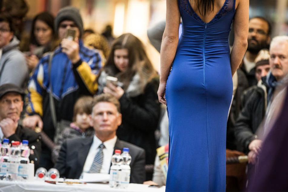 """Der Auftritt im Abendkleid ist Pflicht bei der Wahl zur """"Miss Hessen"""" (Archivbild)."""