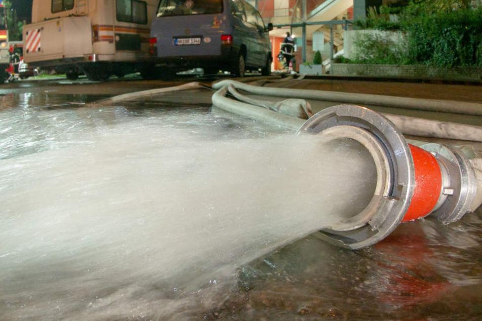 Erst wenn das gesamte Wasser aus dem Haus ist, kann der ganze Schaden abgeschätzt werden. (Symbolbild)