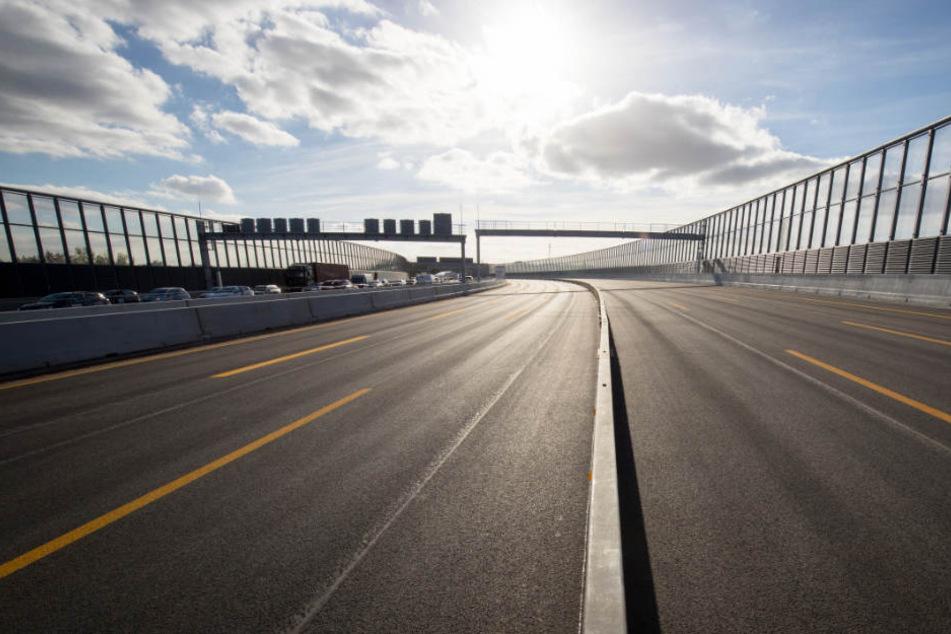 Nach vier Jahren Bauzeit ist die neue Langenfelder Brücke auf der A7 endlich fertig.