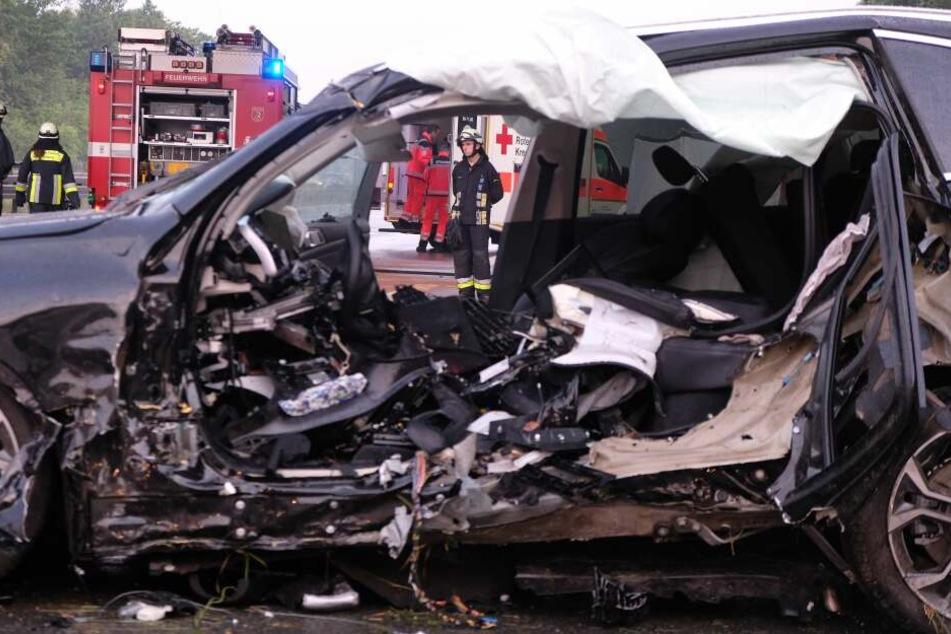 Der Fahrer des Autos wurde beim Unfall so schwer verletzt, dass er nicht überlebte.