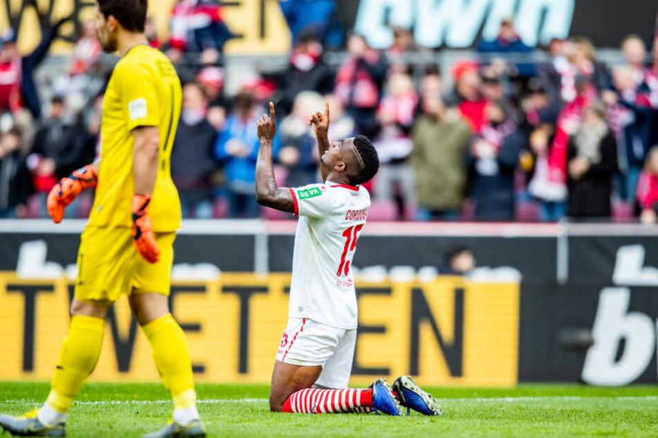 Jhon Cordoba bejubelt seinen vorentscheidenden Treffer zum 3:0 (48.).