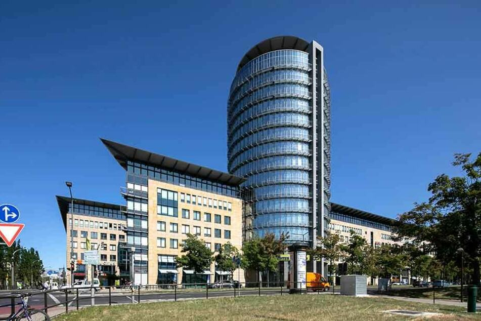 Die Büros im Dresdner WTC sind verwaist. Die Städtebahn verweist auf den VVO.