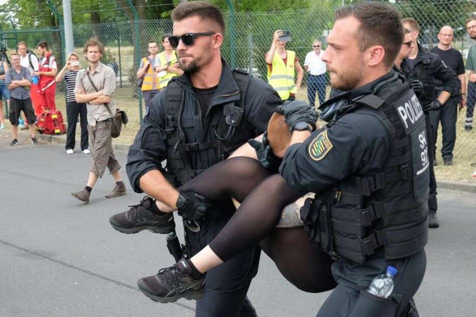 Immer wieder kommt es zu Demonstrationen vor dem Kraftwerk Lippendorf.