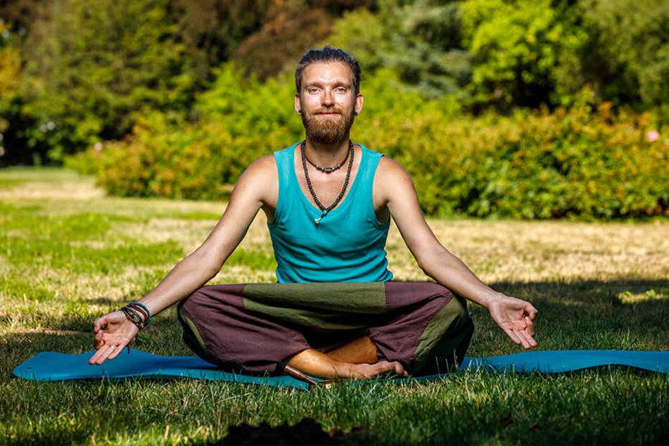 Felix George (31) erfüllt sich mit dem Yoga-Café in Dresden einen großen Traum.