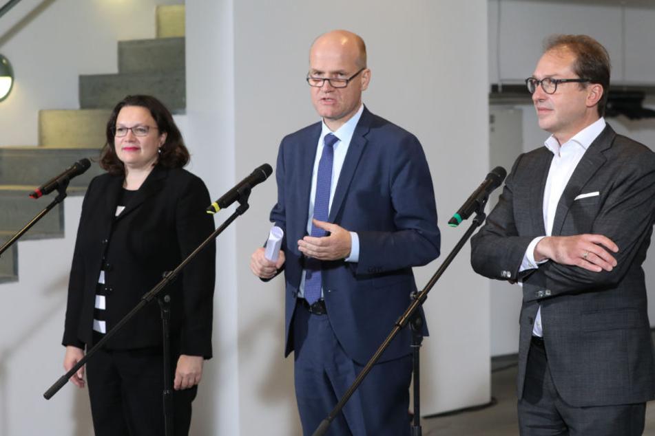 Nahles (l-r), Ralph Brinkhaus, CDU-Fraktionsvorsitzender im Deutschen Bundestag, und Dobrindt geben nach dem Koalitionsgipfel ein Statement ab.