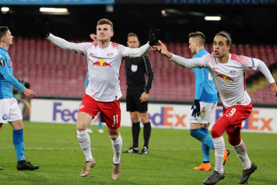Zwei Matchwinner unter sich: Werner (l.) erzielte den Ausgleich, der starke Poulsen bereitete sowohl dieses auch als Brumas Tor zum 2:1 vor.