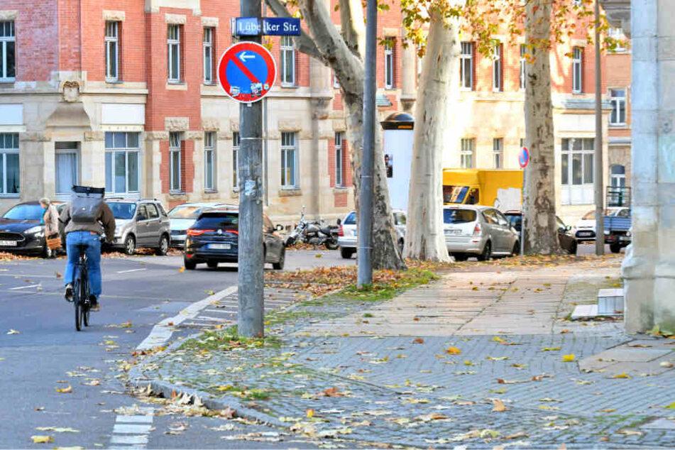 Momentan parken die Autos auf der Straße, auf dem Bürgersteig wäre jedoch Platz.