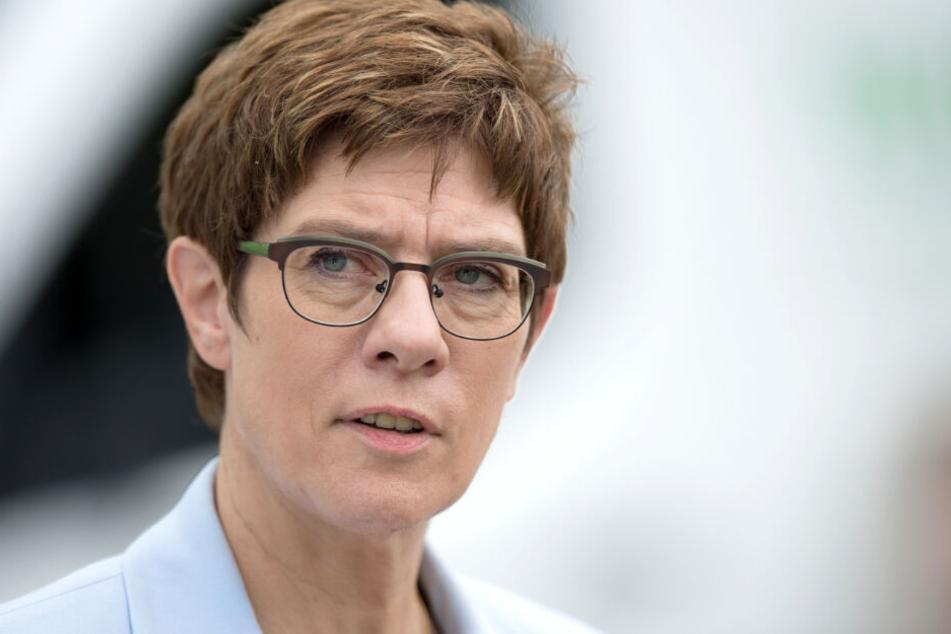 Was die CDU-Parteivorsitzende Annegret Kramp-Karrenbauer (57) wohl von diesem Vorschlag hält?