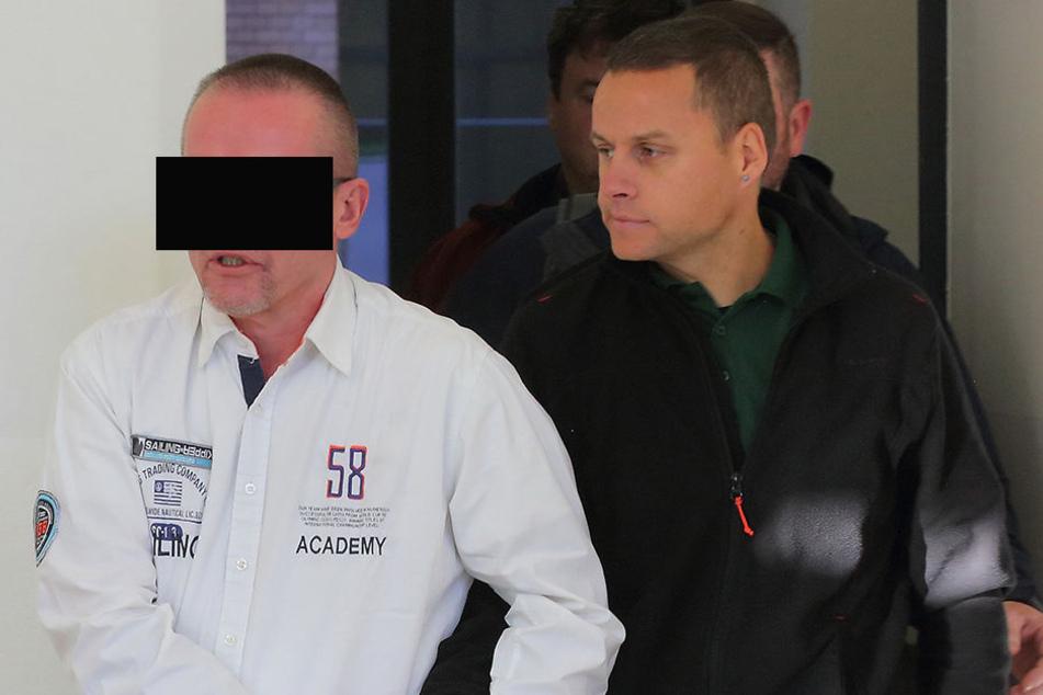 Veit K. (55) tauchte unter und wurde mit fast 500 Gramm Drogen vor einer Kirche erwischt.
