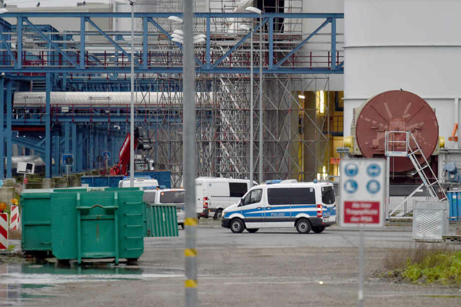 Die Polizei am Sonntag auf dem Kraftwerksgelände bei Datteln.