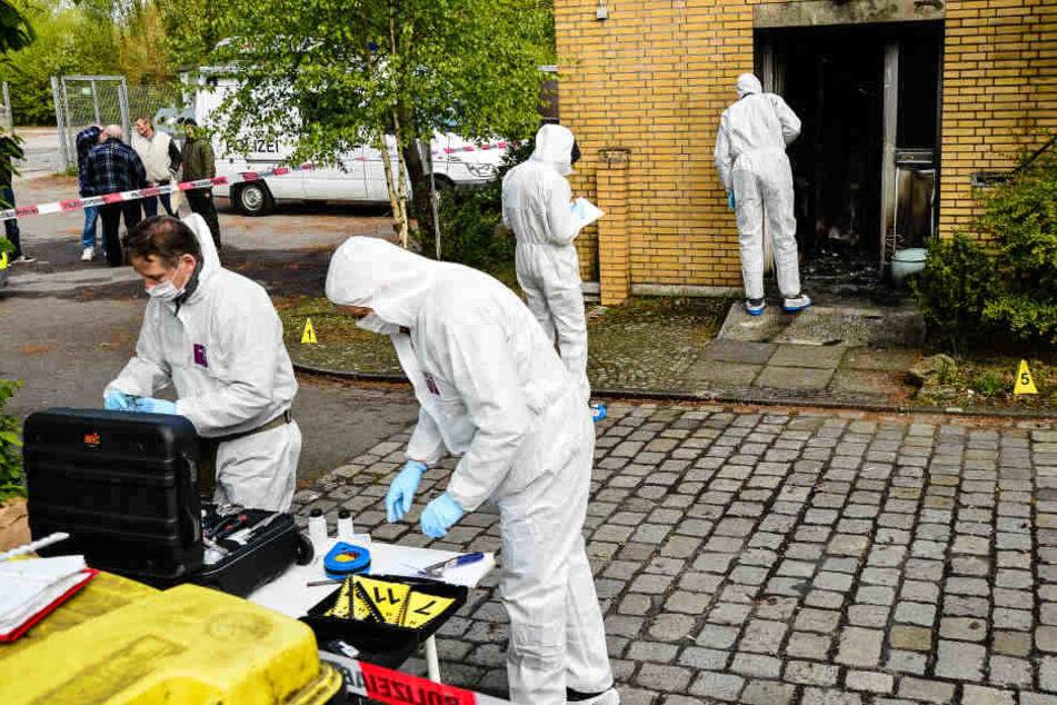 Nach dem Brandanschlag auf den Bielefelder Tisch nahm die Spurensicherung ihre Arbeit auf.