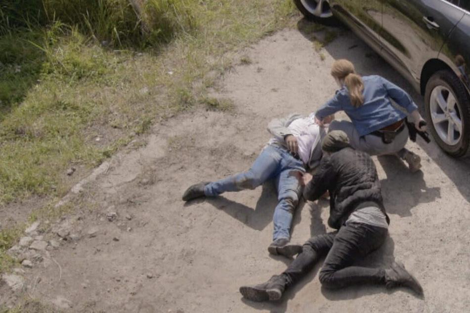 Toni schießt Jan Schlilling ins Bein.