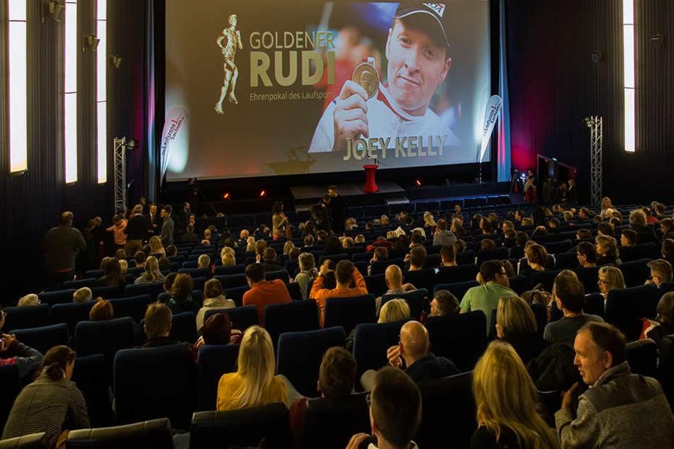 Vortrag & Preisverleihung - so viele Lauffreunde waren wahrscheinlich noch nie im Kino.