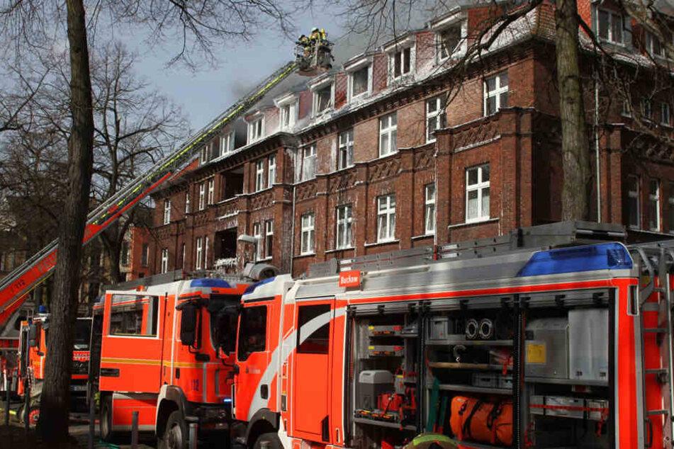 Mit rund 100 Kräften rückte die Feuerwehr an der Unglücksstelle an.