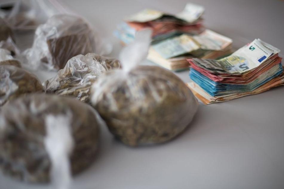 Bargeld, Haschisch, Crack und sogar Kokain konnte die Polizei beschlagnahmen.