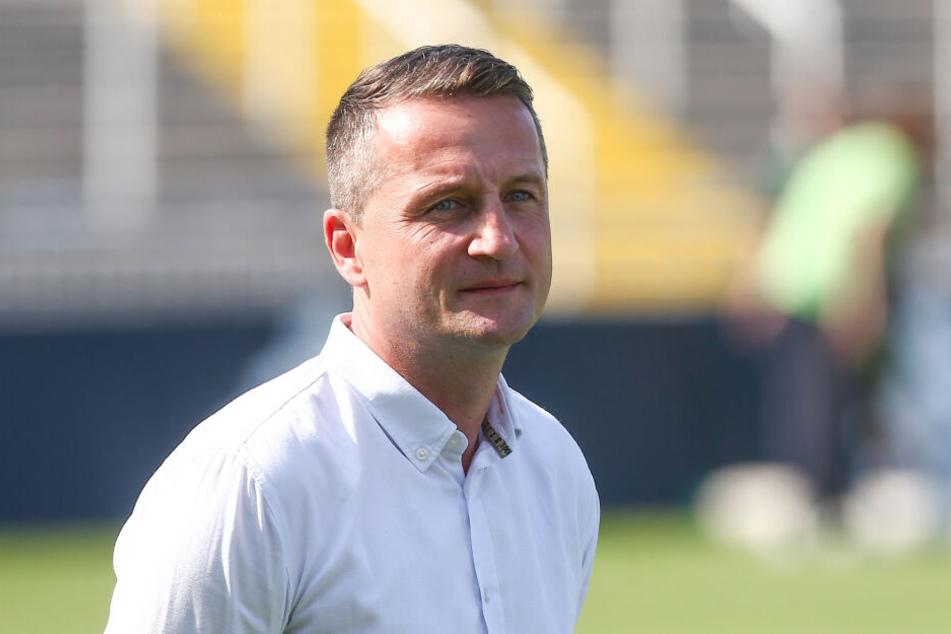 Auch Sportdirektor Sobotzik schmeißt hin.