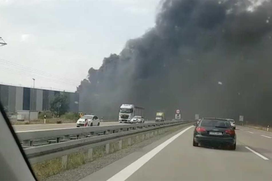 Video! Vollsperrung nach Mega-Rauchwolke über A13