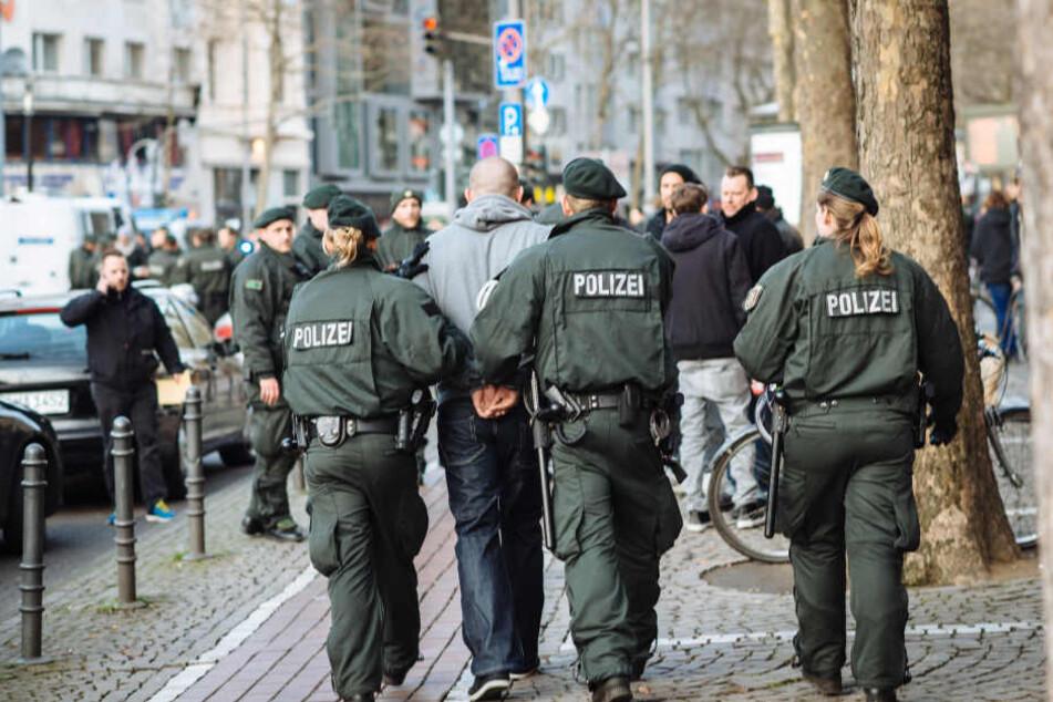 Insgesamt 50 Personen wurden festgenommen. (Symbolbild)