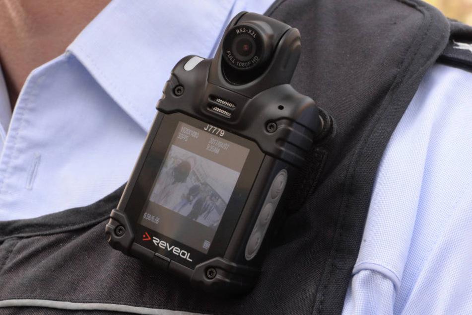 Die Polizei greift bereits auf Bodycams zurück. (Symbolbild)