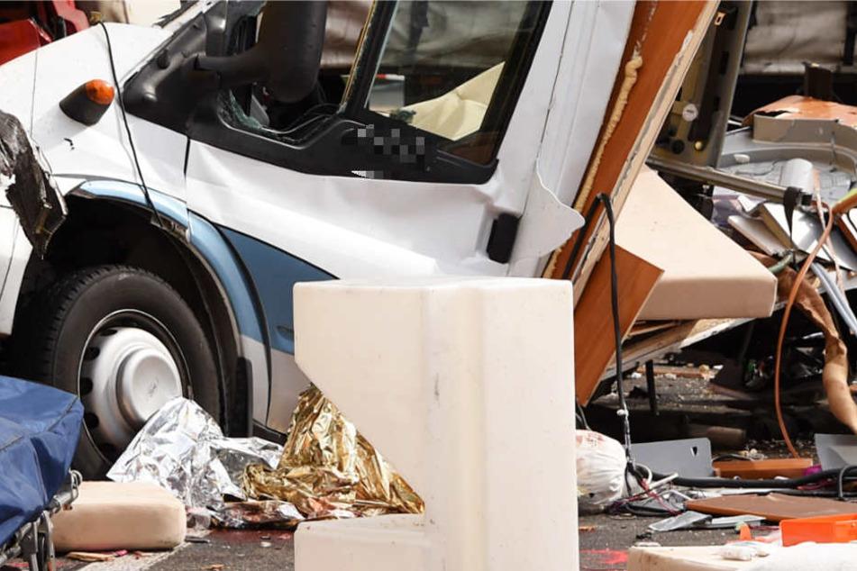 Das Wohnmobil der Familie wurde bei dem Crash komplett zerstört.