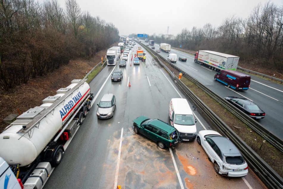 Die Autobahn wurde erst nach gut anderthalb Stunden wieder zum Teil freigegeben.